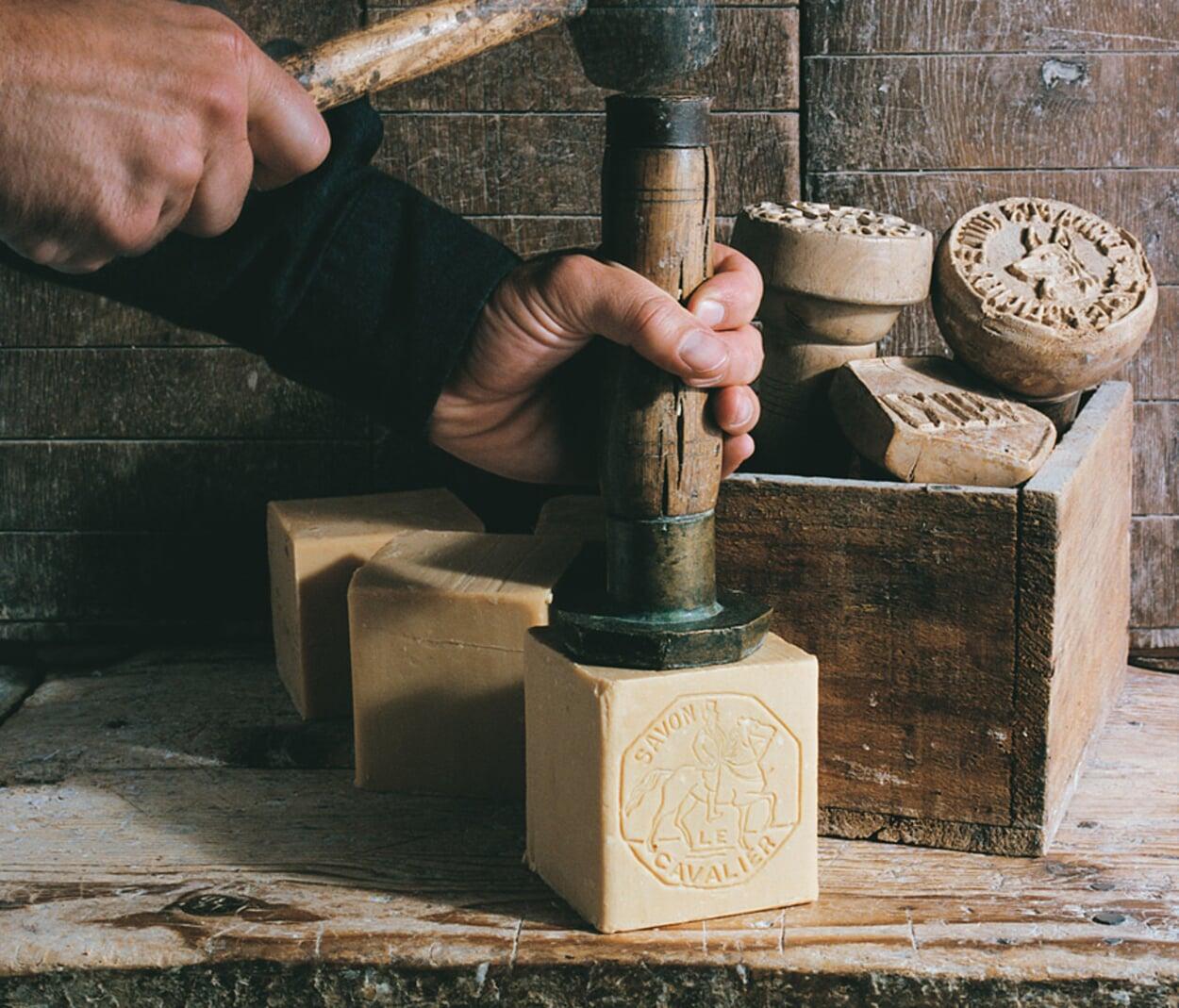 Seifenstempel mit Hammer