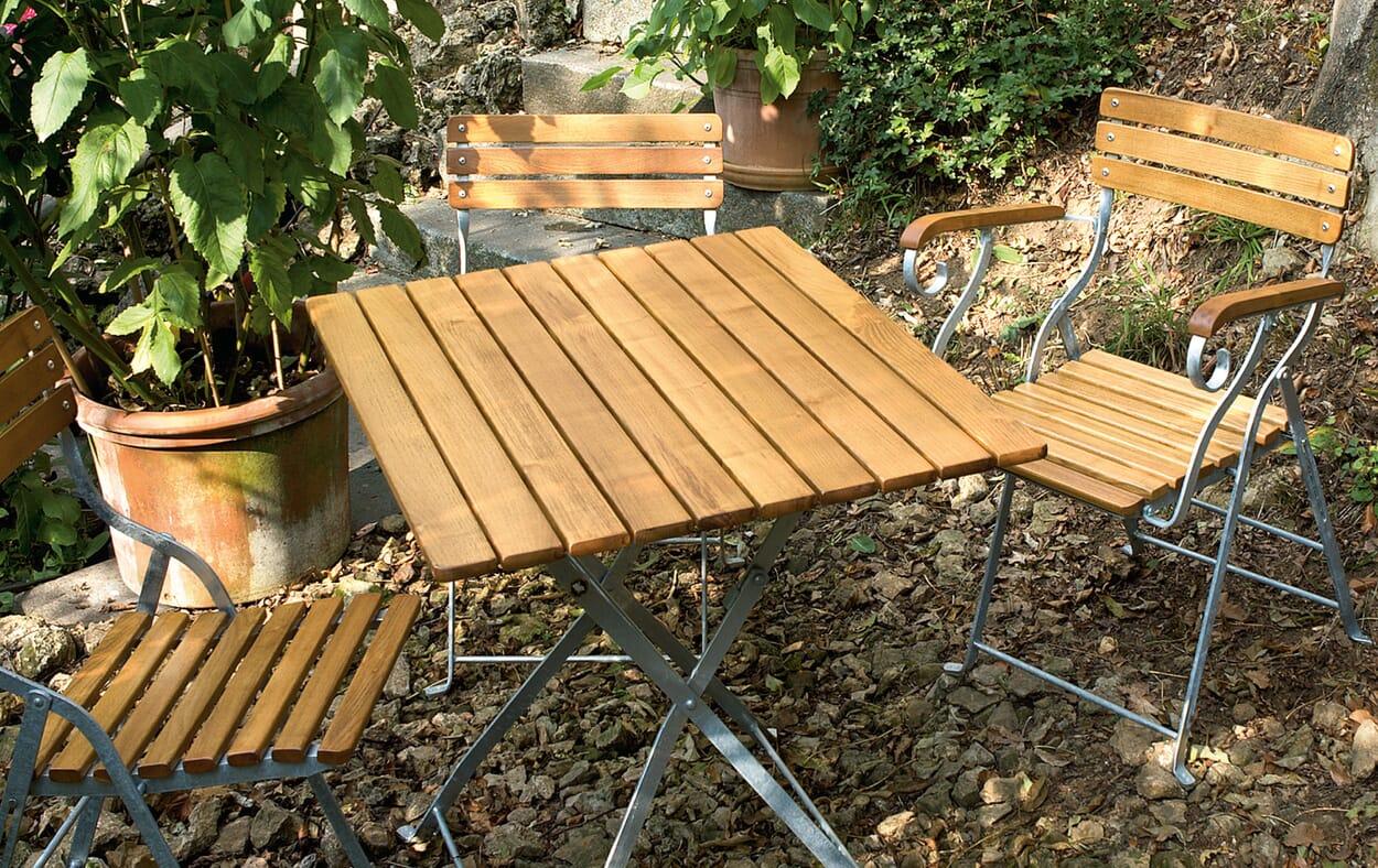 Gartenmöbel einräumen und pflegen