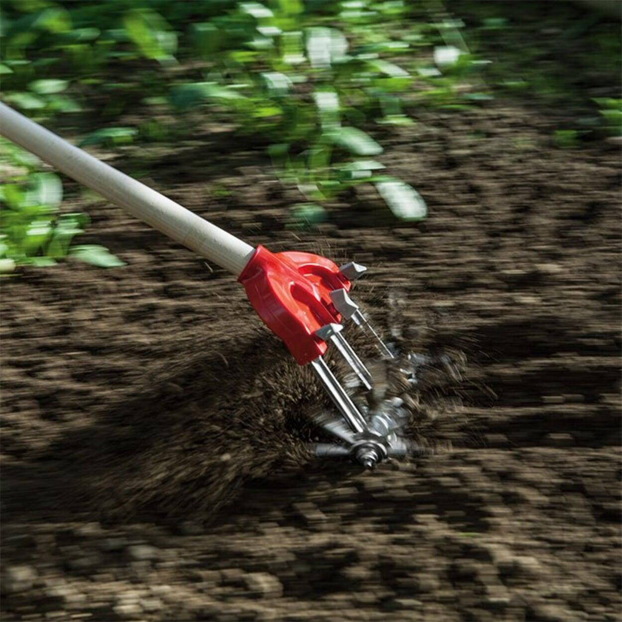 Kompost verteilen und Boden einebnen