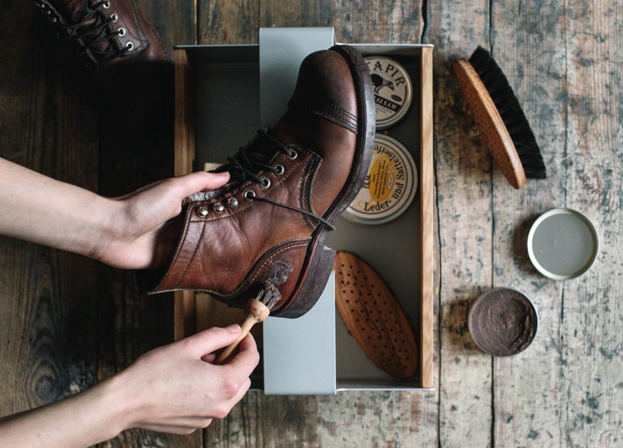 Schuhe putzen und pflegen