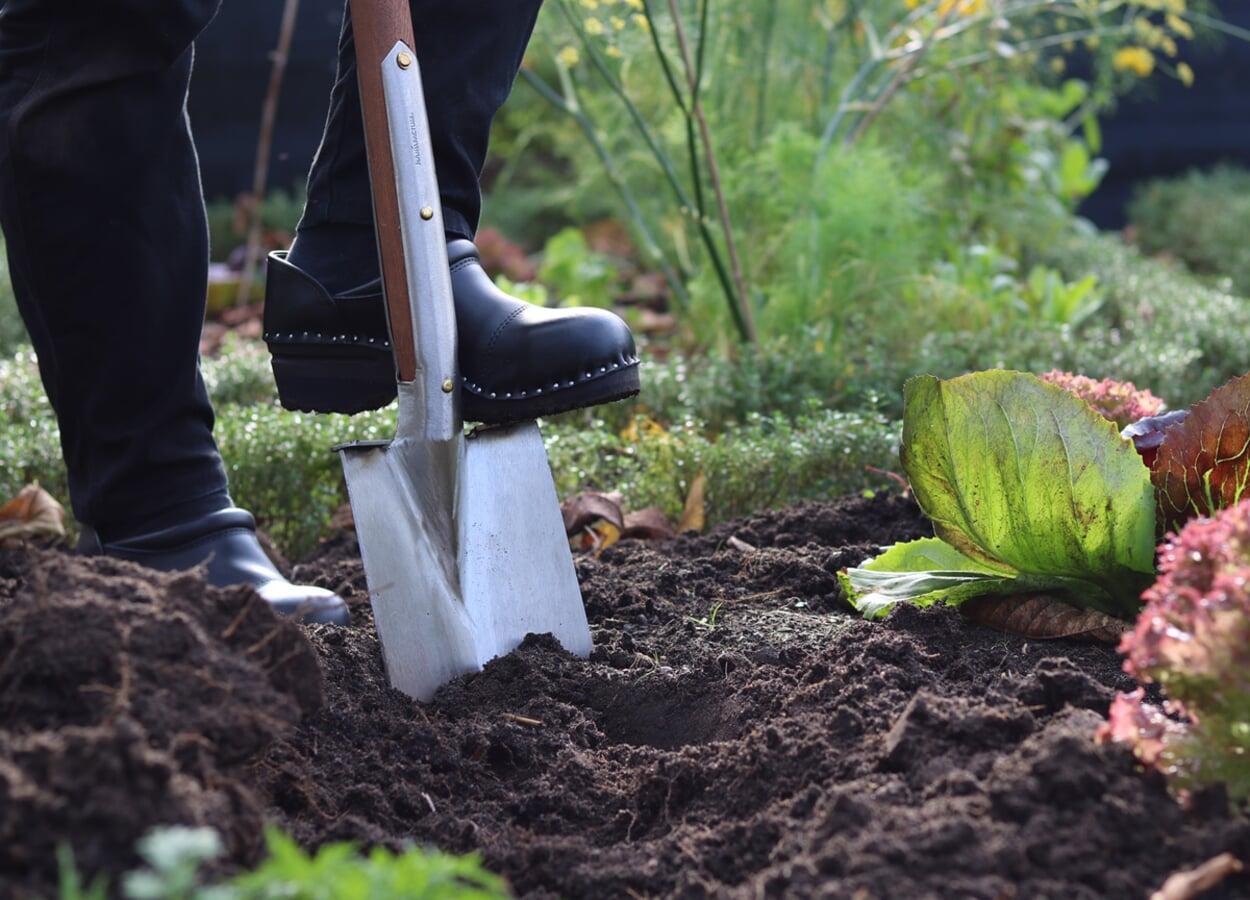 Bodenbearbeitung mit dem Spaten