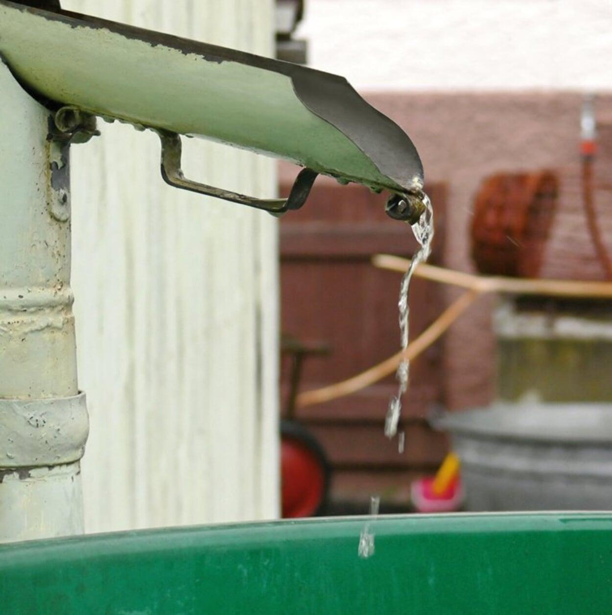 Regenwasserklappe am Fallrohr