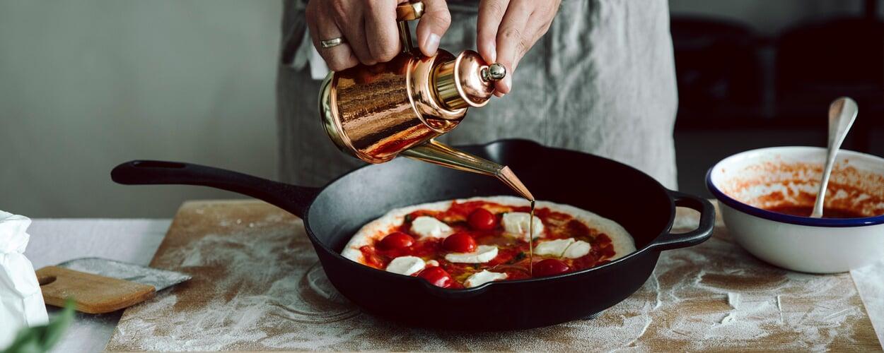 Pizza Margherita aus der Pfanne