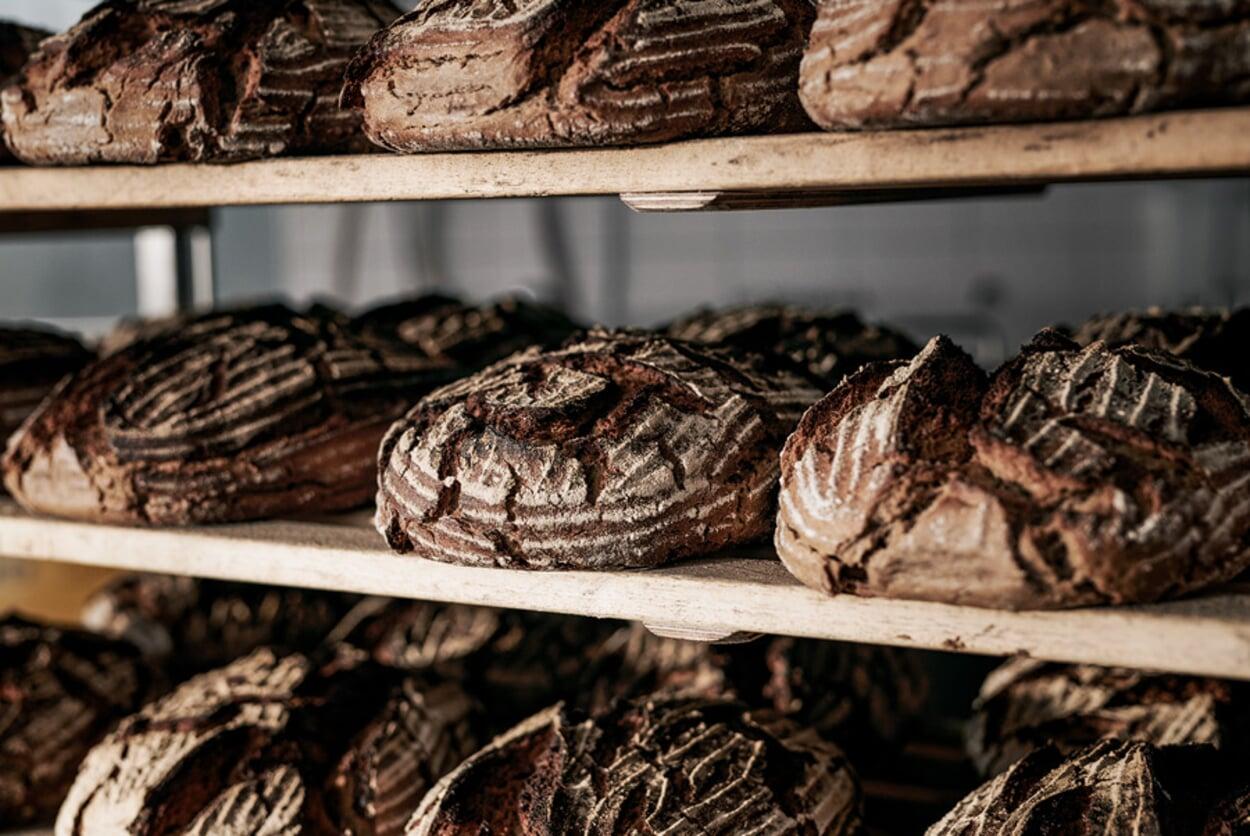 Frisch gebackenes Sauerteigbrot